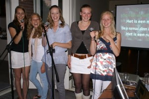 Karaoke met de drive in show Holding de Riddim Entertainment
